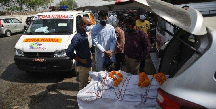 Hindistan'da günlük vaka ve ölüm sayısında yeni rekor