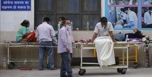 Hindistan'da 379 bin 257 ile günlük Kovid-19 vaka sayısında yeni bir rekor kırıldı