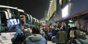 İstanbul'da otogarda tam kapanma yoğunluğu gece devam etti: 'Bayram günü gibi'