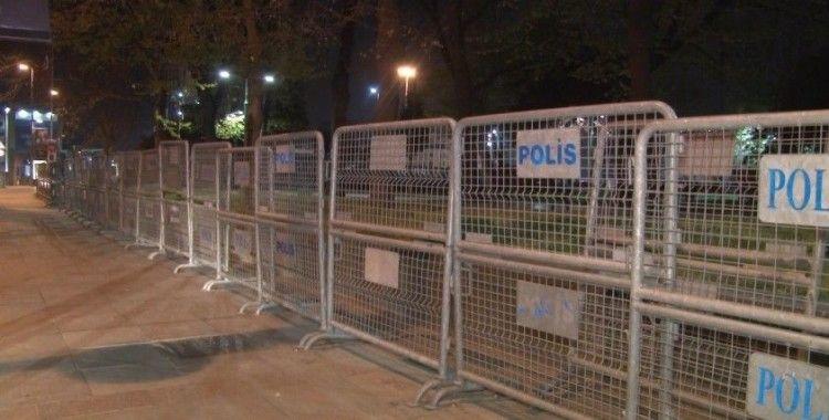 Gezi Parkı 1 Mayıs İşçi Bayramı öncesi polis barikatlarıyla kapatıldı