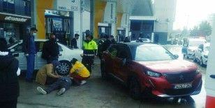Akaryakıt istasyonunda kaza: 2 yaralı