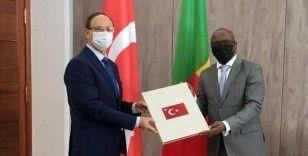 Cumhurbaşkanı Erdoğan'ın Beninli mevkidaşına gönderdiği tebrik mesajını Büyükelçi Özçeri iletti
