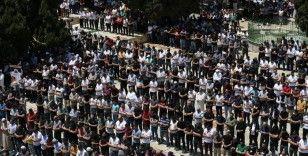 Mescid-i Aksa'da ramazan ayının üçüncü cumasına 60 bin kişi katıldı