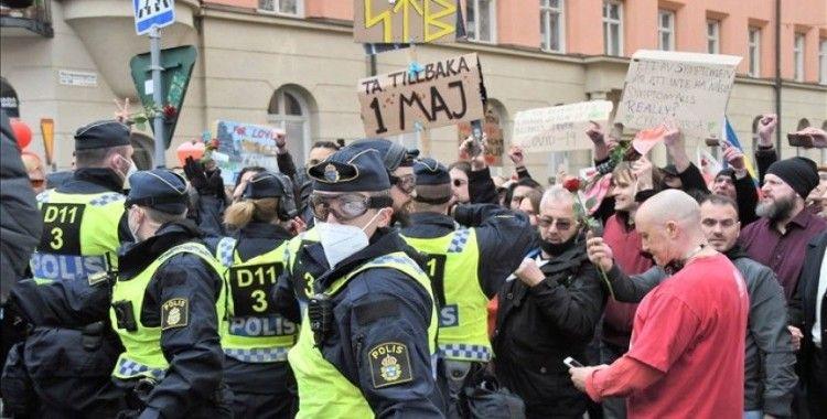 İsveç'te 1 Mayıs'ı bahane ederek Kovid-19 kısıtlamalarını protesto eden gruba polis müdahale etti