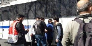 Harbiye'den Taksim'e çıkmak isteyen gruba müdahale