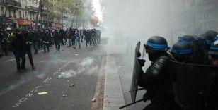 Fransa'da olaylı 1 Mayıs gösterileri: Polisten gazlı müdahale