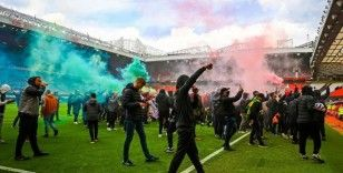 Manchester United taraftarları Old Trafford'ta protesto düzenledi