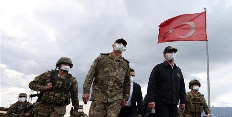 Bakan Akar Muharip Hava Kuvveti Komutanlığının bulunduğu Eskişehir'e geldi