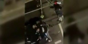 Fransa'da yasa dışı partiye katılan 2 gence polis şiddeti