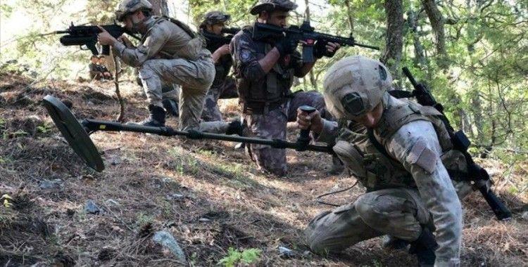 Osmaniye'de PKK'lı teröristlere ait mühimmat ve yaşam malzemeleri ele geçirildi