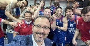 Bakan Kasapoğlu: 'Final-Four'a kalan Anadolu Efes'i tebrik ederim'