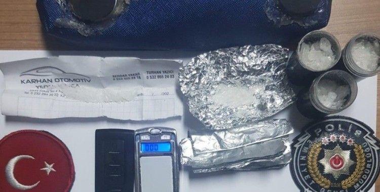İzmir'de yakalanan uyuşturucu satıcısının yöntemi polisi bile şaşırttı