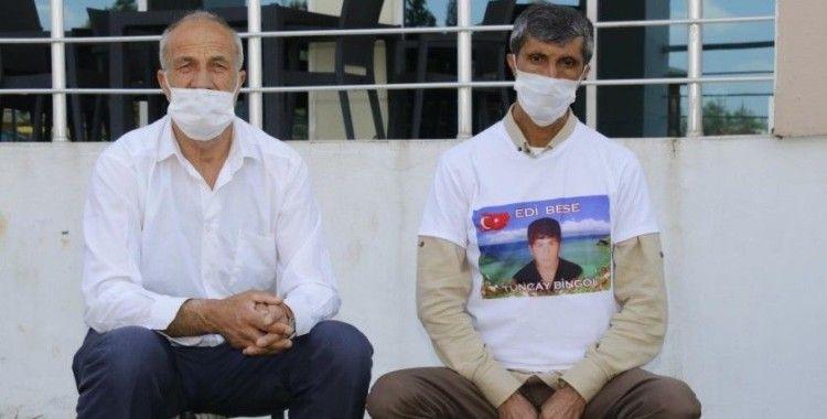 Evlat nöbetindeki baba, HDP'yi 'Vampire' benzeterek çocuğunu istedi