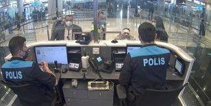VİP göçmen kaçakçılığı pasaport polisine takıldı: 3 gözaltı