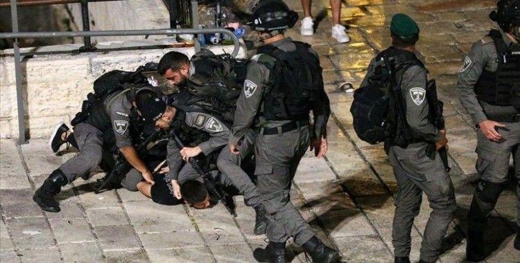 İsrail polisinden Filistinli gence 'George Floyd' olayını hatırlatan gözaltı