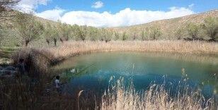 Bu göller renkleriyle büyülüyor