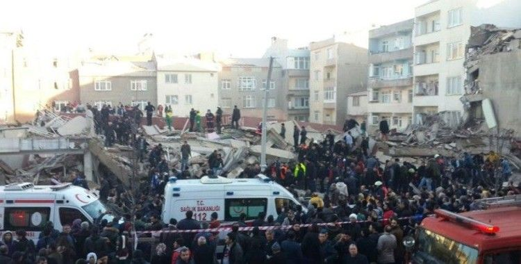 İstanbul Valiliği'nden Zeytinburnu'nda çöken bina ile ilgili açıklama