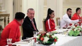 Cumhurbaşkanı Erdoğan, Avrupa ve Dünya şampiyonalarında madalya kazanan milli sporcularla iftar yaptı