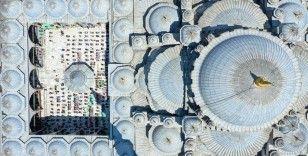 İstanbul'da ramazanın son cuma namazı, Kovid-19 tedbirleriyle camilerde kılındı