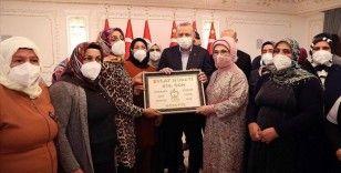 Cumhurbaşkanı Erdoğan: Terör örgütü içindeki tüm gençlere sesleniyorum, Anneler Gününde annelerinizi üzmeyin