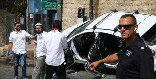 İsrail polisi, Mescid-i Aksa gösterisine katılan Filistinliyi arabayla ezen Yahudi yerleşimciyi silahla korudu