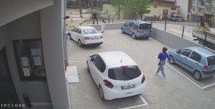 Kızlar cep telefonunu çalan kapkaççıyı böyle kovaladı
