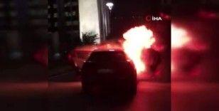 Saldırıları protesto etmek için İsrail Konsolosluğu önünde arabalarını ateşe verdiler