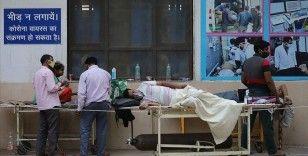 Hindistan'da günlük Kovid-19 kaynaklı ölüm sayısı 4 binin üzerinde seyrediyor
