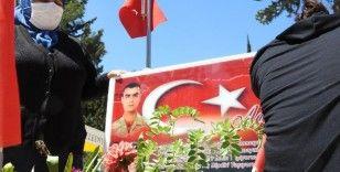 Evlat nöbetindeki aileler: PKK ile İsrail aynıdır