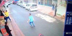 Beyoğlu'nda silahlı kavga kamerada: Kafa atan şahsa kurşun yağdırdı
