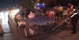 Pendik'te korkutan kaza: Aşırı hız yaptı, yaya geçidindeki bariyerlere çarpıp takla attı