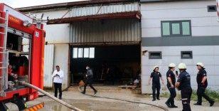 Sokağa çıkma kısıtlamasında korkutan fabrika yangını