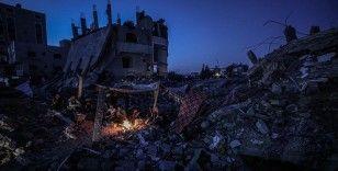 İsrail'in bombaladığı evinin enkazında yaşayan Gazzeli Arafat: Gidecek başka yerim yok