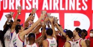 Şampiyon Anadolu Efes kupasını aldı