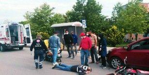 Samsun'da motosiklet otomobile çarptı: 2 yaralı