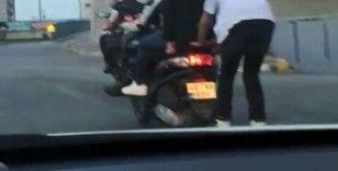 Gaziosmanpaşa'da patenli gençlerin tehlikeli yolculuğu kamerada