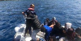 İzmir açıklarında 74 düzensiz göçmen kurtarıldı