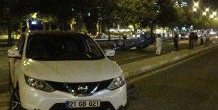 Diyarbakır'da iki lüks otomobil çarpıştı: 2 yaralı
