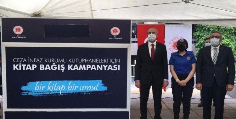 Bakan Gül, 'Bir Kitap Bir Umut' kampanyasındaki ilk kitap bağışını Ankara Adliyesi'nden başlattı