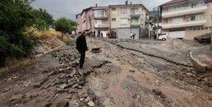 Manisa'da sel felaketi: 17 ev hasar gördü