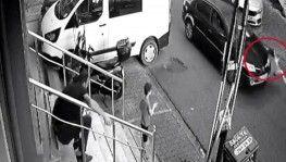 Çekmeköy'de otomobilin çocuğa çarpma anı kamerada