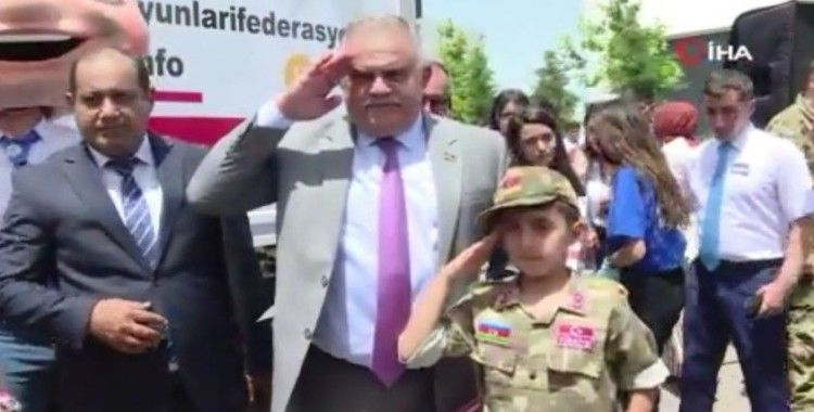 """Türkiye'den şehit çocukları için yolladığı """"Hediye Karavanı"""" tırı Azerbaycan'a ulaştı"""