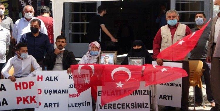 Annelerin HDP önündeki evlat nöbeti sürüyor