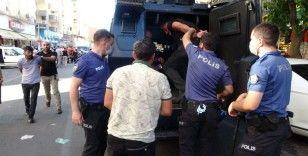 Adliye çıkışı taraflar birbirine girdi, ortalık savaş alanına döndü: 5 yaralı, 10 gözaltı