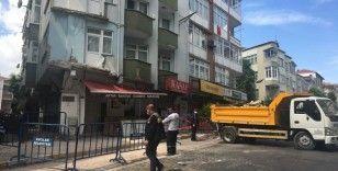 42 yıllık binanın çöken 2 balkonunun enkazı kaldırıldı