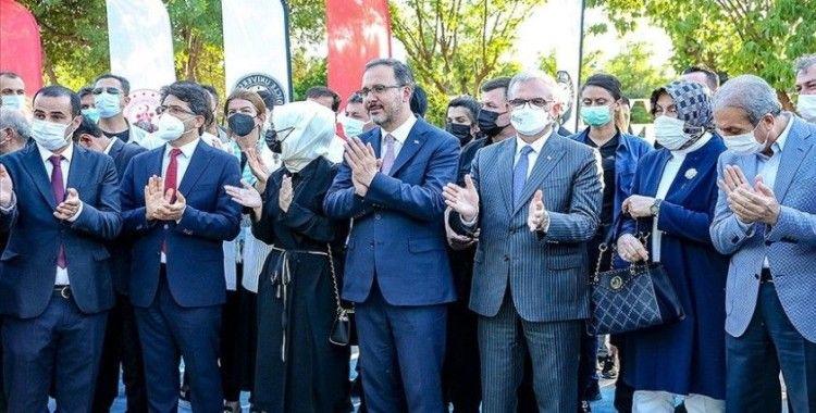 Bakan Kasapoğlu: Diyarbakır annelerinin yanında olmaya devam edeceğiz