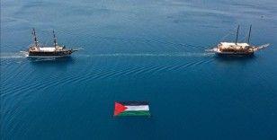 Antalya'da 'Özgür Mescid-i Aksa, Mavi Marmara' etkinliğinde teknelerle konvoy oluşturuldu