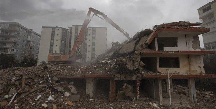 İzmir depreminde yıkılan binalarla ilgili soruşturmada şüphelilere bilinçli taksirle ölüme neden olma suçlaması