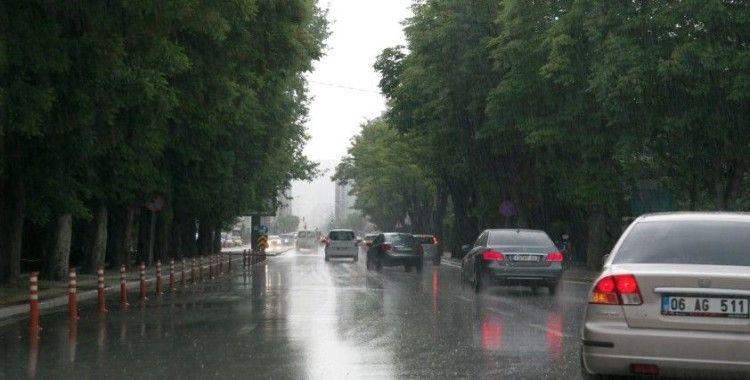 Eskişehir'de sağanak yağış