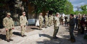 Ukrayna Devlet Başkanı Zelenskiy, Donbas cephesini ziyaret etti